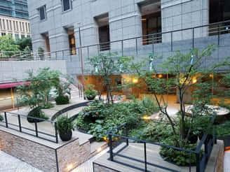 プライム・ストラテジーオフィス近くの中庭